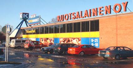 Uusi uljas K-Supermarket Artomarket avattiin 1980. Artomarket on alueen suurin päivittäistavarakauppa.